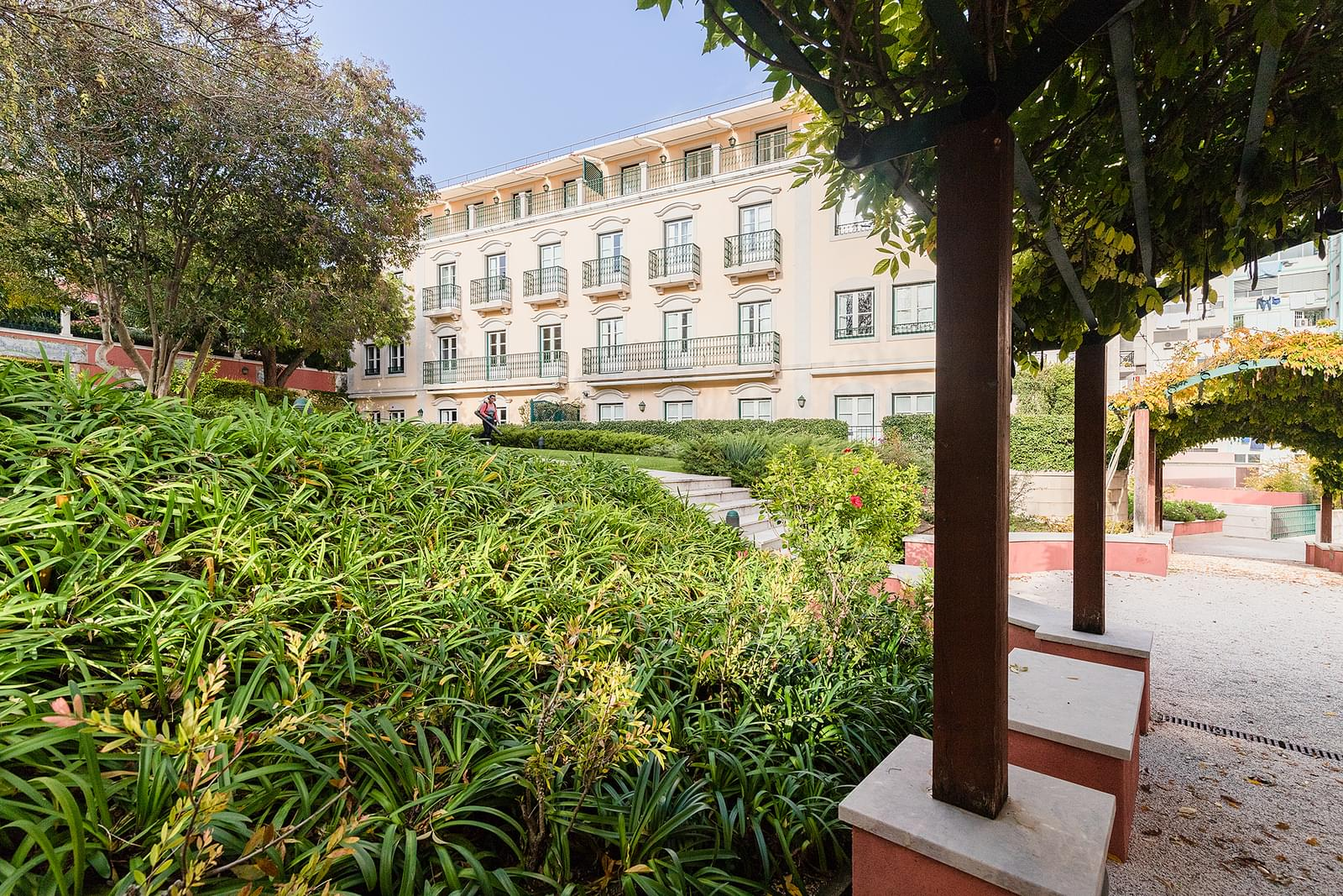 4 bedroom apartment with parking in gated community