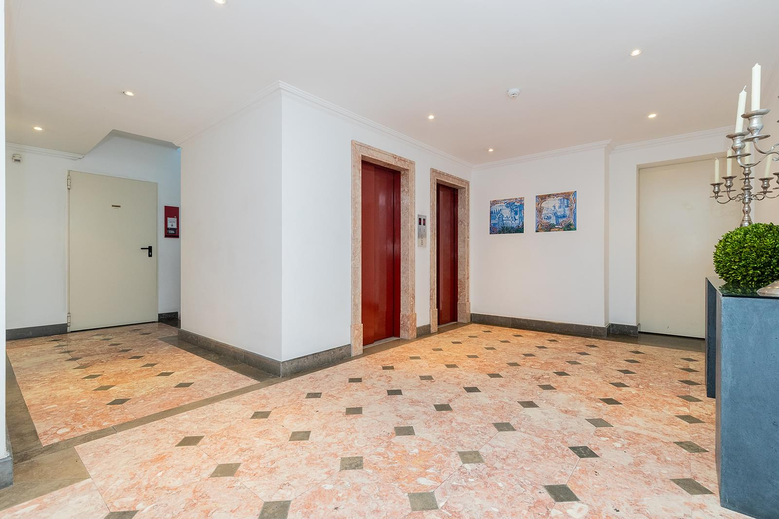 pf18618-apartamento-t4-1-lisboa-d0700e92-f94f-4b76-a0e3-411ca5269034