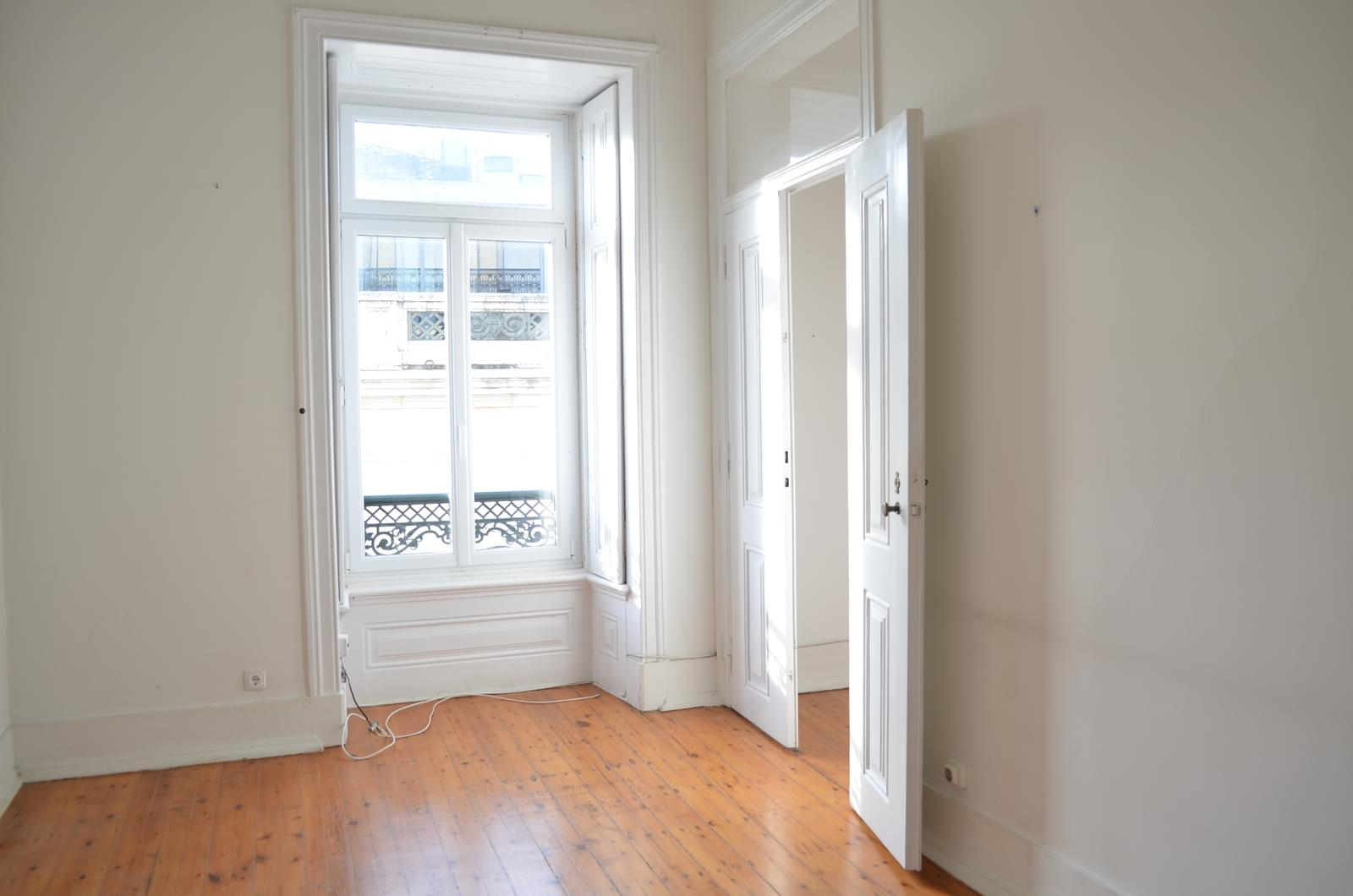 pf18621-apartamento-t4-lisboa-9cbf1ccf-7d3e-43f1-a57d-5ad7d24d4d47