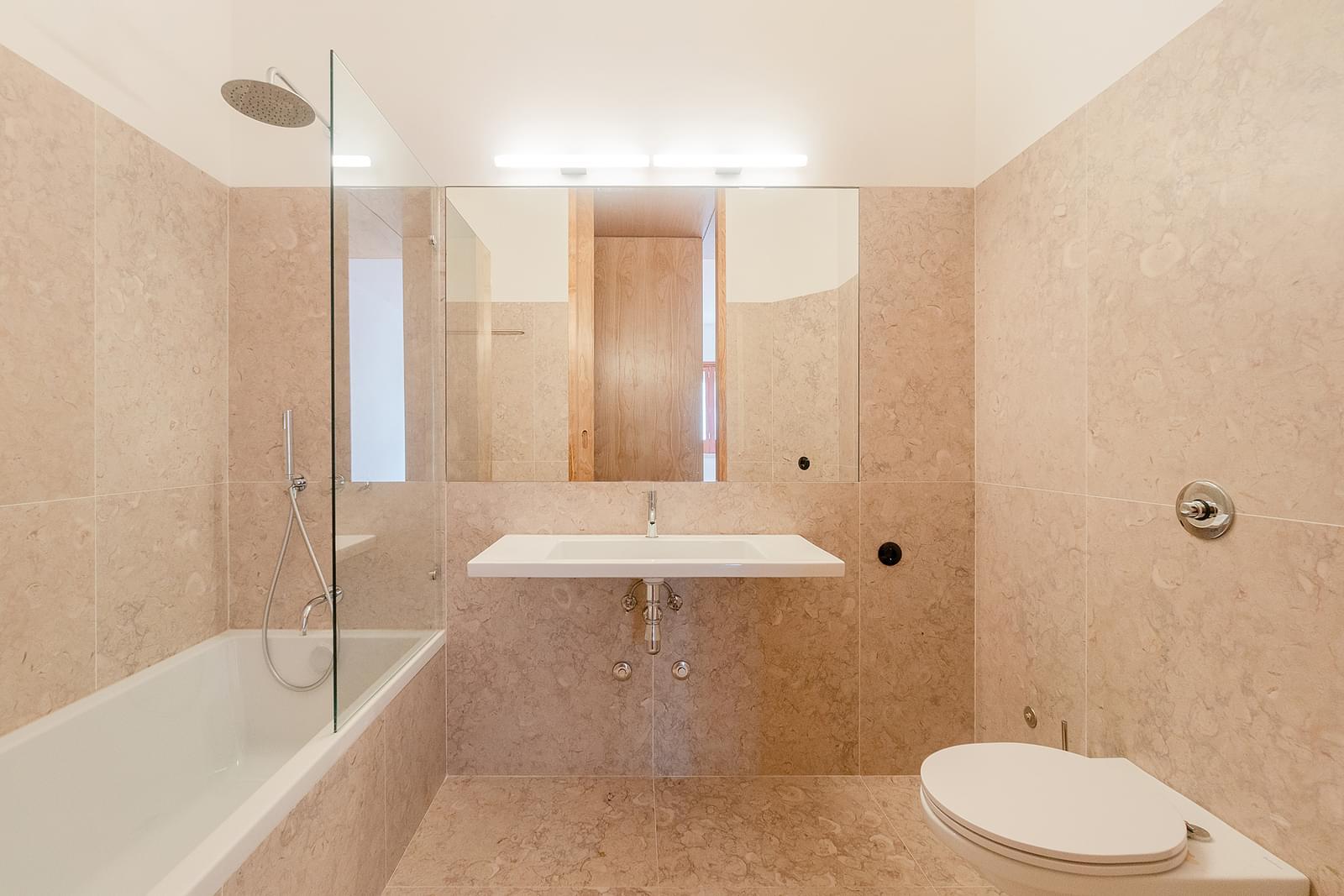 Apartamento T3+2 remodelado