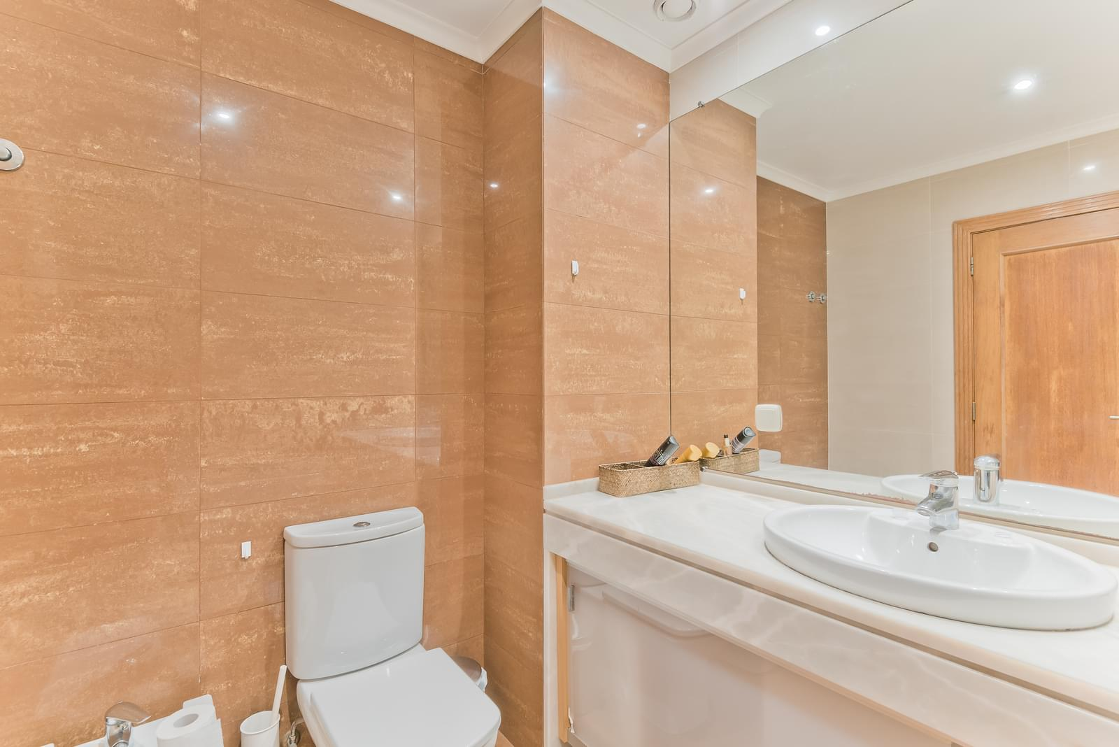 3 bedroom apartment with a swimming pool in gated community