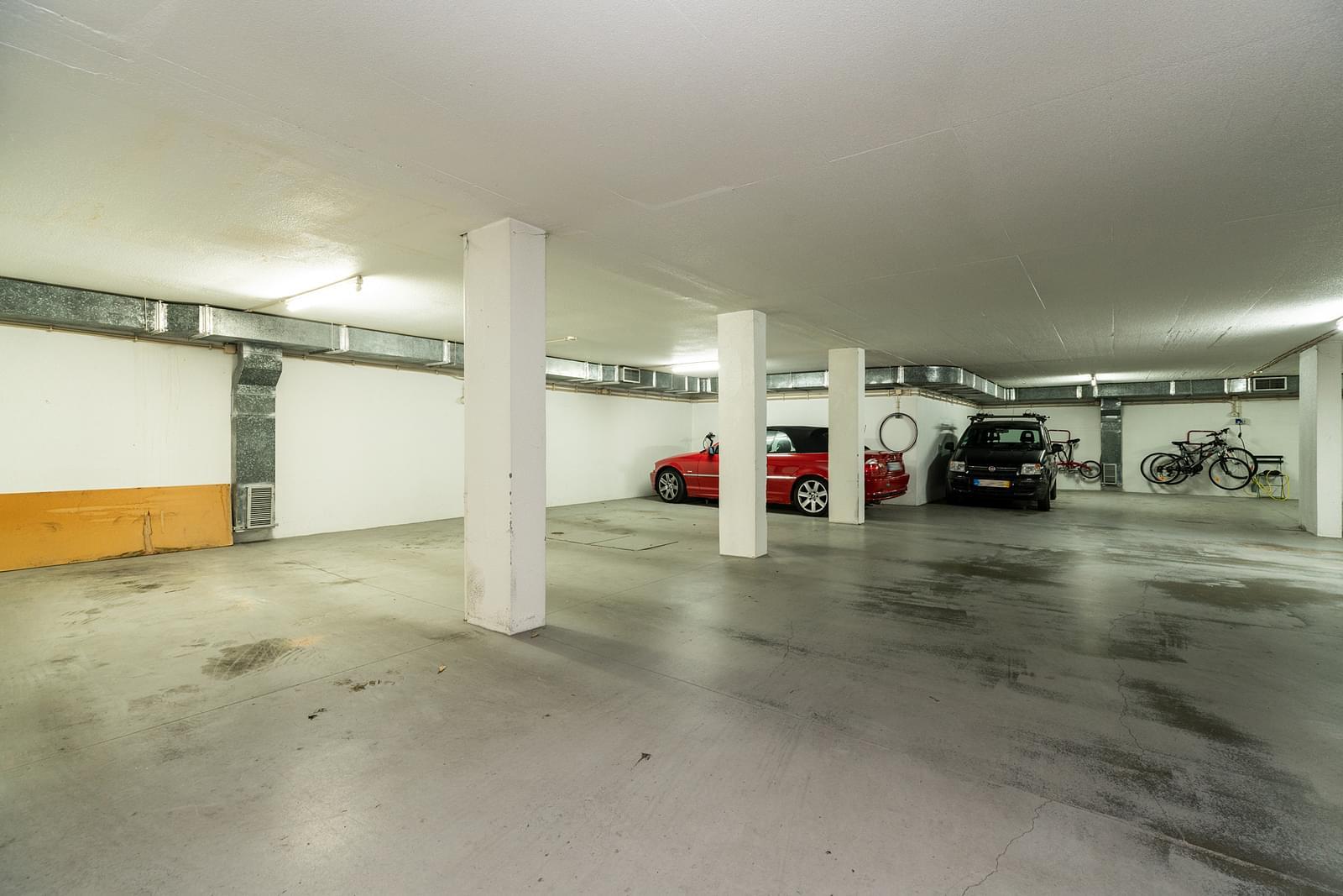 Apartamento T6+1 com estacionamento