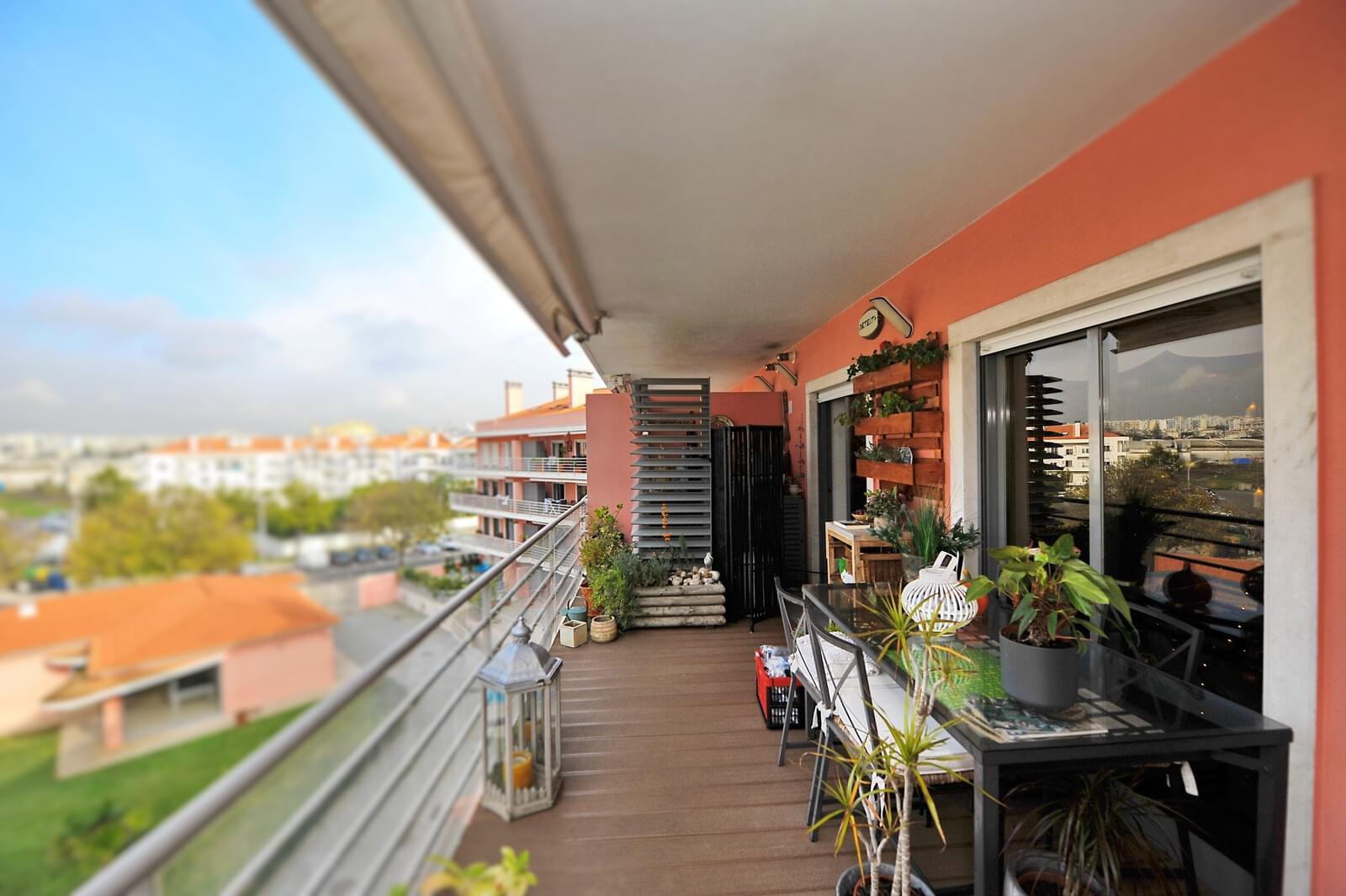 Apartamento T3 duplex com piscina em condomínio fechado
