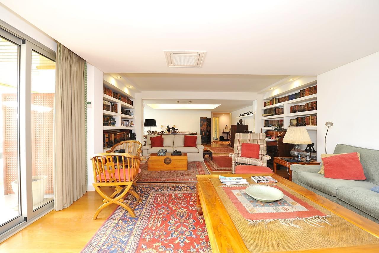 PF18957, Apartamento T5, Oeiras