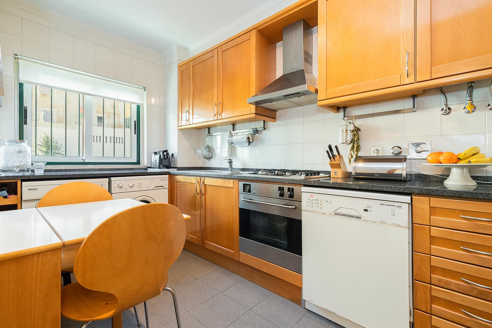 2 bedroom apartment with parking in gated community