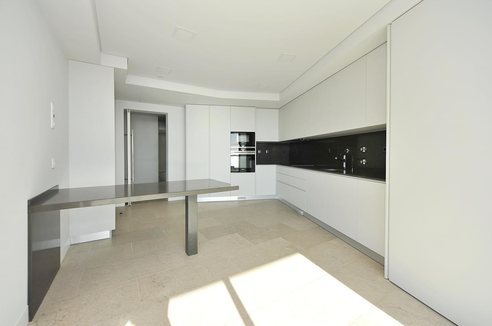 pf18989-apartamento-t4-oeiras-82ce088f-2e33-45d8-8845-cfc2cca5dbdf
