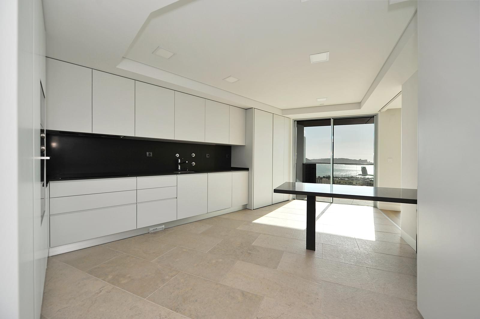 pf18989-apartamento-t4-oeiras-e62eeb03-73bb-4fd1-a4f0-ea7bf81f59b0