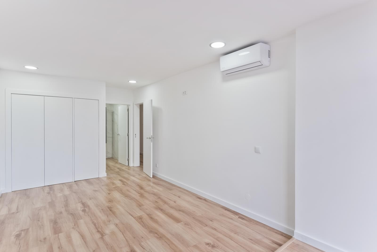 2 bedroom apartment with parking