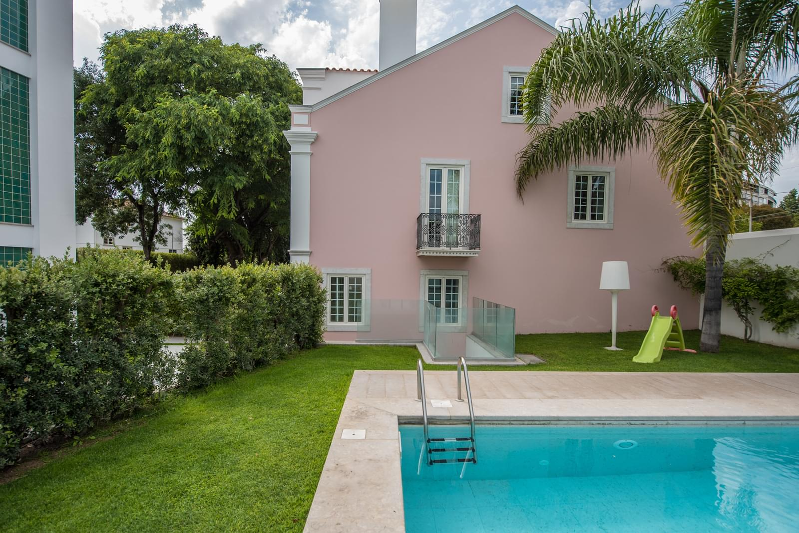 Apartamento T5+1 duplex com piscina