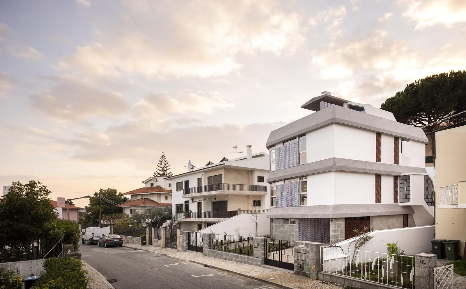 5 bedroom villa with parking