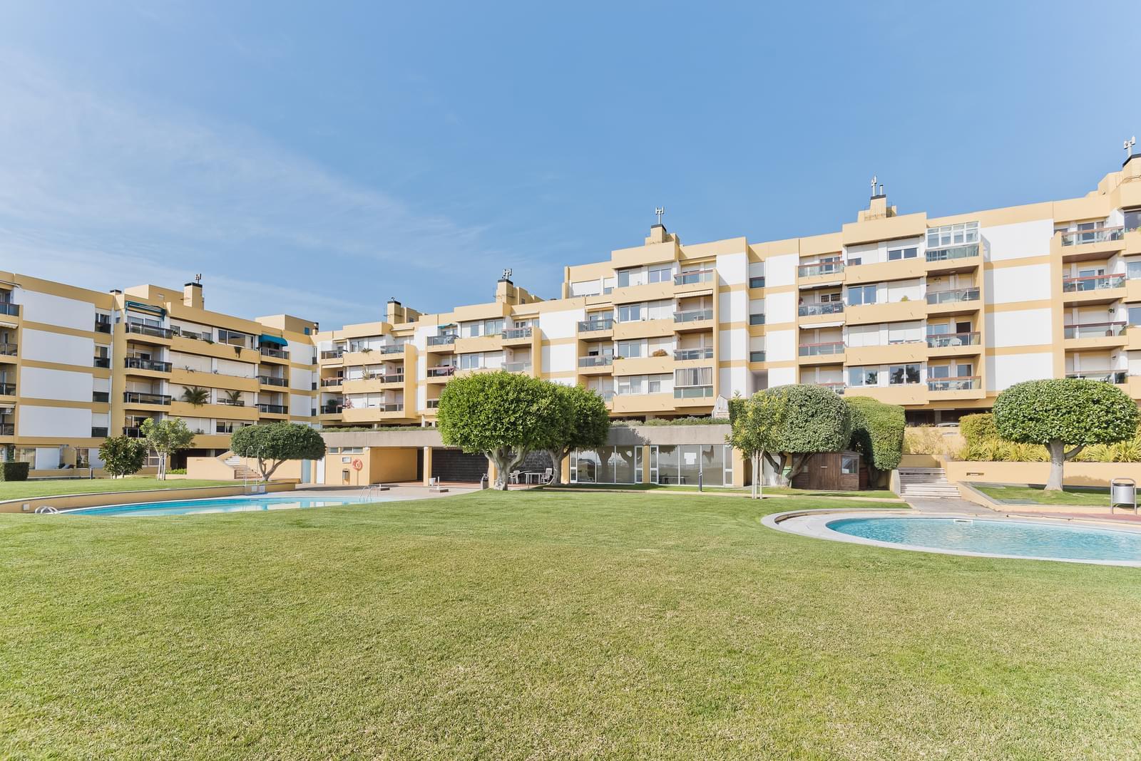 Apartamento T5 com piscina em condomínio fechado