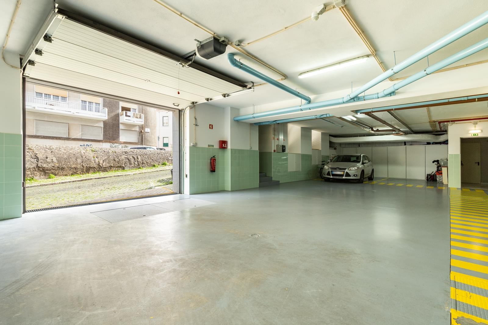 Apartamento T4 duplex com estacionamento
