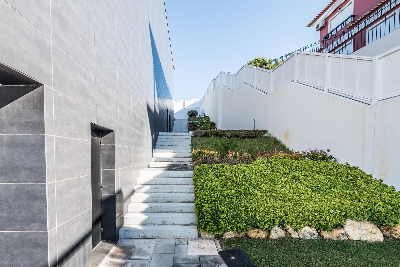 Contemporary villa T4 + 1 with sea view