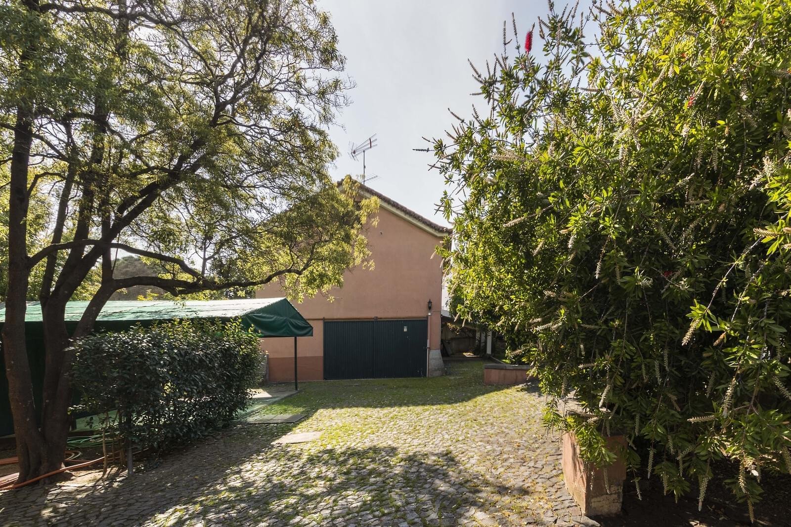 Two villas in a 2519sqm plot