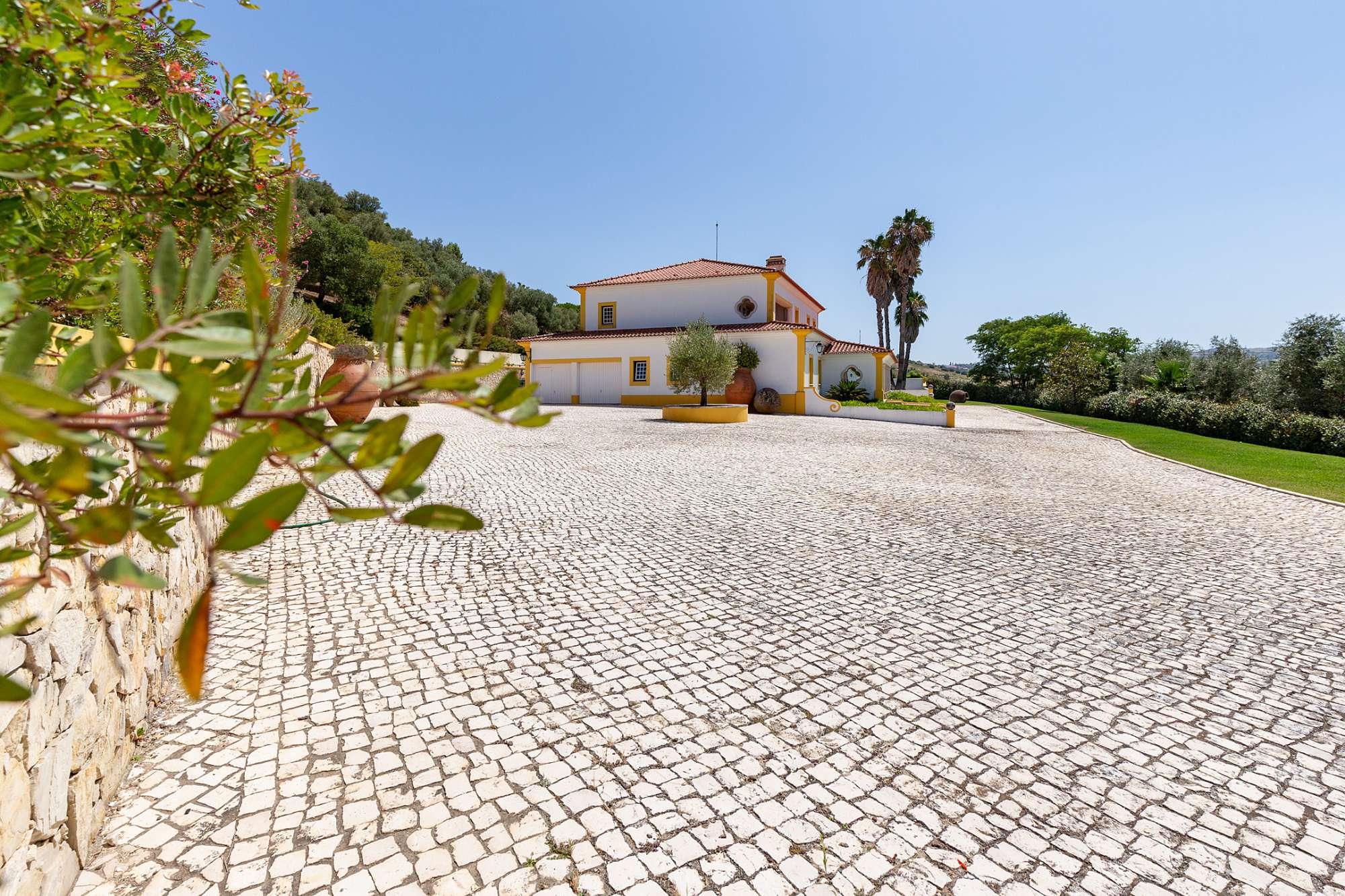 PF26105, Moradia T4, Alenquer