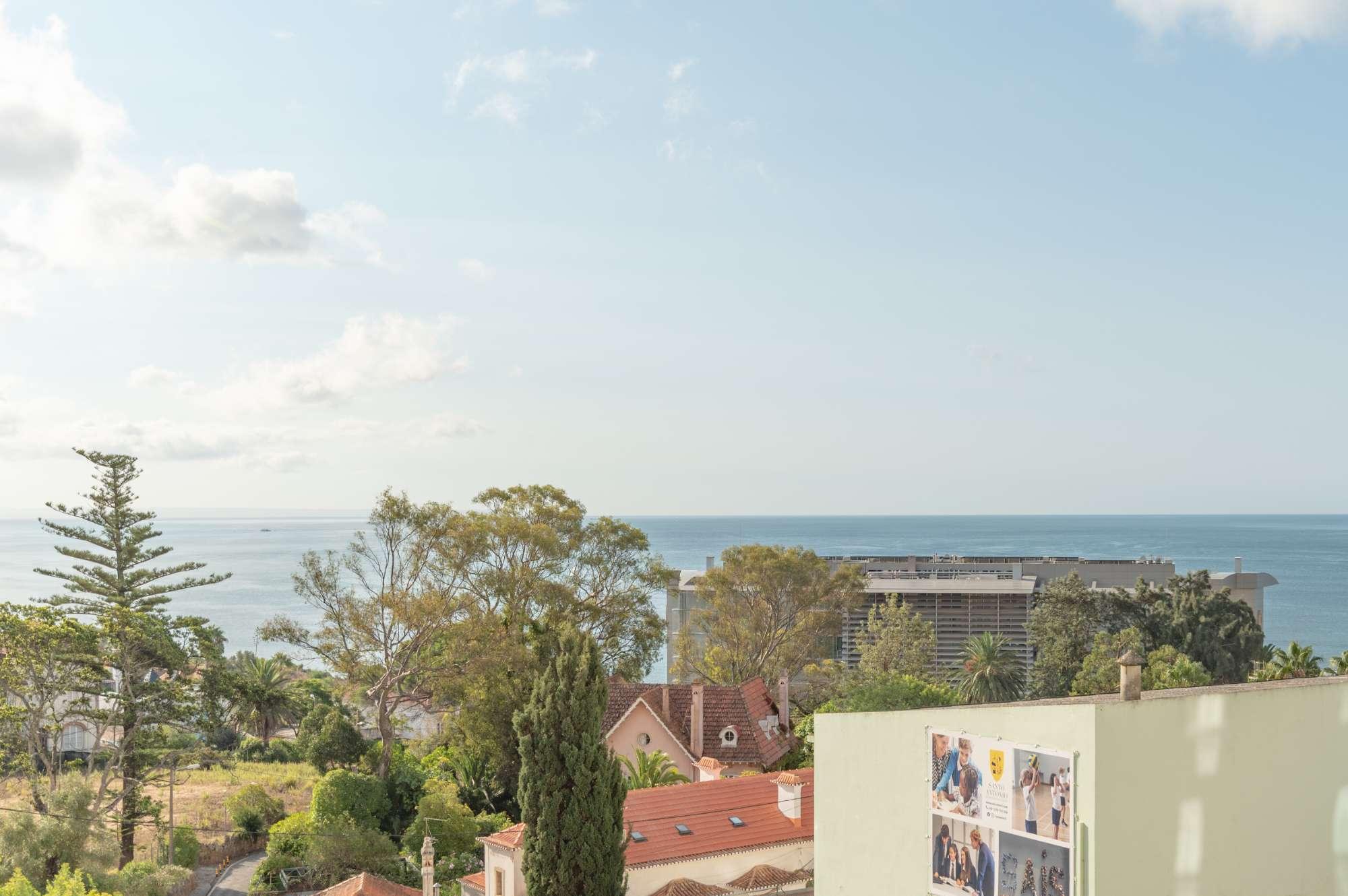 Apartamento T3 no Monte do Estoril com vista mar